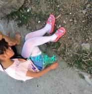 实拍农村里面的小姑娘,白裤袜配拖鞋!这很农村。。。哈哈!【30P】
